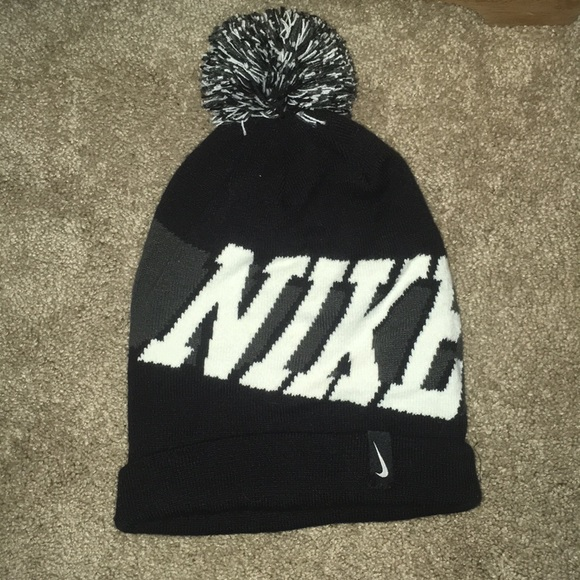 Gray and black nike puff ball hat  smoke free  091800c7c3f